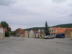 Besednice-2011-07-25-JizniStranaNamesti.JPG