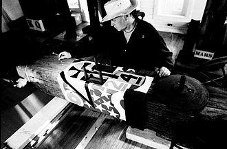 Robert Indiana - Robert Indiana working in Maine (Photo: Charles Rotmil)