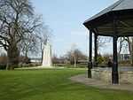 File:Brenchley Gardens Cenotaph with Bandstand 0108.JPG