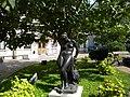 Bucuresti, Romania. MUZEUL COLECTIILOR DE ARTA. PALATUL ROMANIT. (exterior cu statuie) (B-II-m-B-19862).jpg