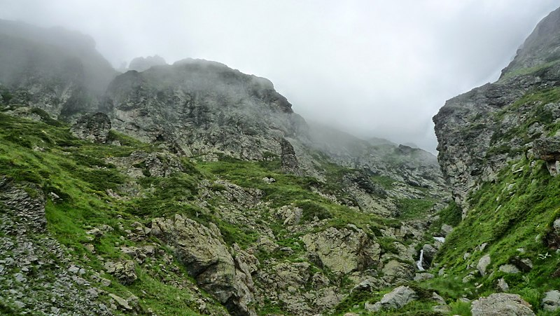 File:Bulgaria - Balkan Mountains - Central Balkan - panoramio (11).jpg
