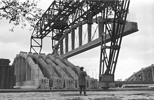 "Valentin submarine pens - A roof truss of U-bootbunker ""Valentin"" is lifted into place (1944)"