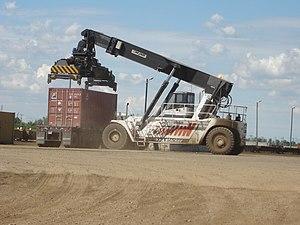 Reach stacker - Image: CN Box Car Loader
