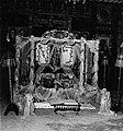 COLLECTIE TROPENMUSEUM Met bloemen en tule versierde bruidszetels in de woning van prins Mohamed Nuch TMnr 20000232.jpg