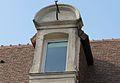 Caen 104 rue de Bayeux lucarne datée 1706.JPG