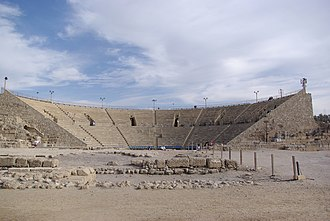 HaMerotz LaMillion 3 - The Roman theatre in Caesarea Maritima was the first Pit Stop of the Race.