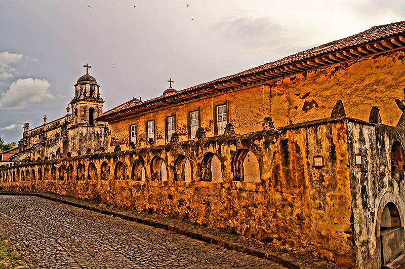 File:Caminos de Pátzcuaro..jpg