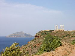 A Szoúnio-fok Attikában, kilátással az égei szigetekre.