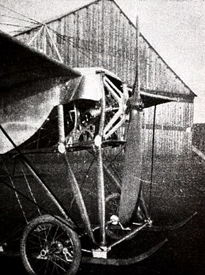 Caproni Ca.11 engine, propeller and landing gear.JPG