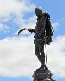 Monumento dedicado a Cervantes en Alcalá de Henares