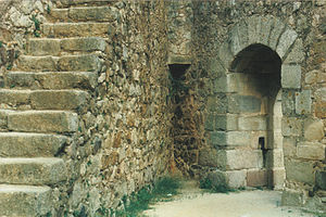 Castle of Almourol - The main gate/door (viewed from the interior) showing access to the allures.