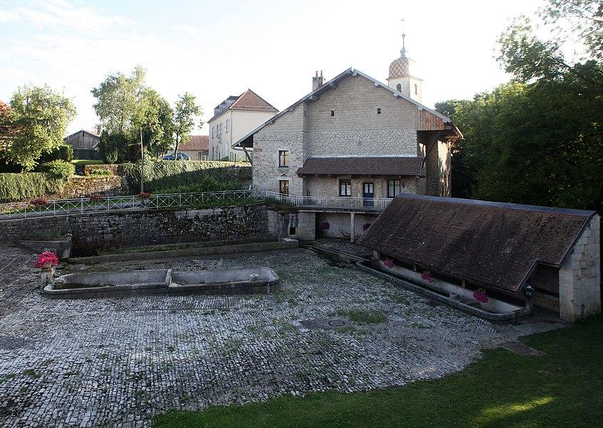 Fontaine-lavoir à Chantrans (Doubs).