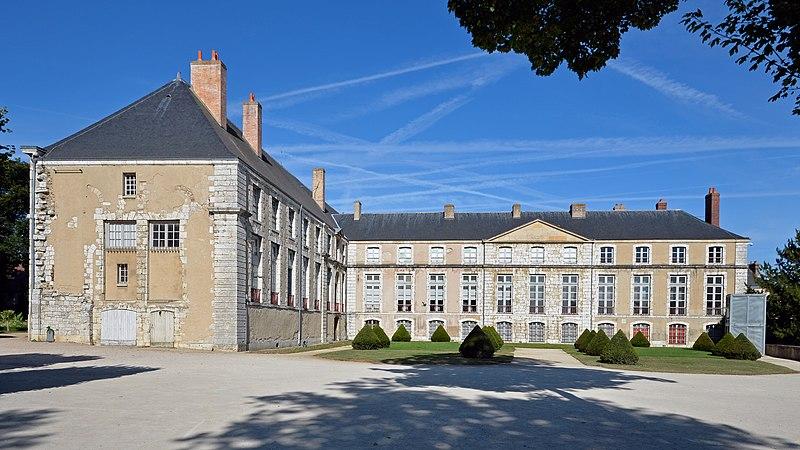 File:Chartres - Palais episcopal 02.jpg Епископский дворец Шартра Chartres (Шартр), Франция - путеводитель по городу, достопримечательности