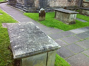 Pwll-coch - Chest tombs of Thomas and Jonas families at Llandaff