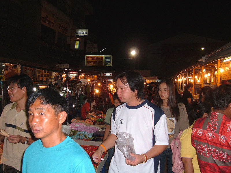 File:Chiang Rai night market.JPG