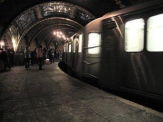 City Hall (IRT Lexington Avenue Line) - A 6 train passes the station.
