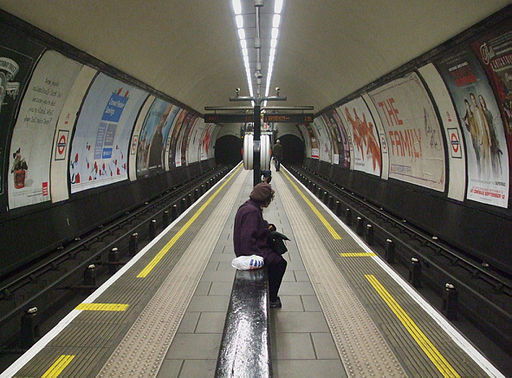 Clapham Common stn look south