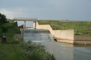 Clinton Lake (Illinois) - Clinton Lake dam spillway