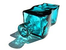 Una bottiglia in vetro