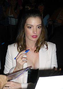 Anne Hathaway - Wikipedia  Anne Hathaway