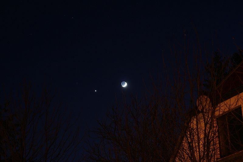 Berkas:Conjunction of Jupiter and Moon.jpg