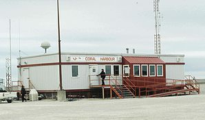 Coral Harbour, Flug-Abfertigungsgebäude