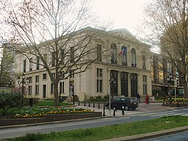 Courbevoie town hall.jpg