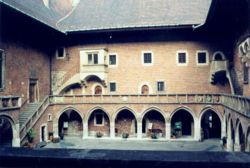 Courtyard of Collegium Maius, Krakow.jpg