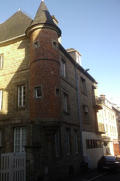 Tourelle du XIVe de la rue Geoffroy-Herbert à Coutances