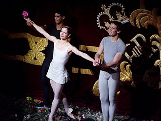 """Darcey Bussell - Darcey Bussell, Carlos Acosta and Gary Avis curtain call for """"Song of the Earth"""", 8 June 2007"""
