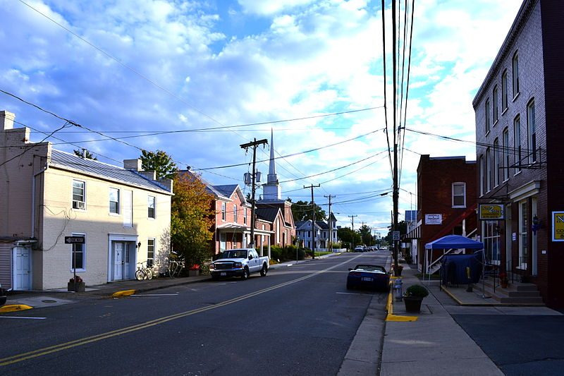 File:Dayton VA Historic District Main St Sept 2013.JPG