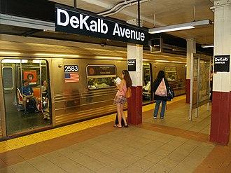 DeKalb Avenue (BMT Fourth Avenue Line) - Image: De Kalb Avenue (BMT Fourth Avenue Line) by David Shankbone