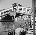 De Rialtobrug over het Canal Grande in Venetië, Bestanddeelnr 254-2046.jpg