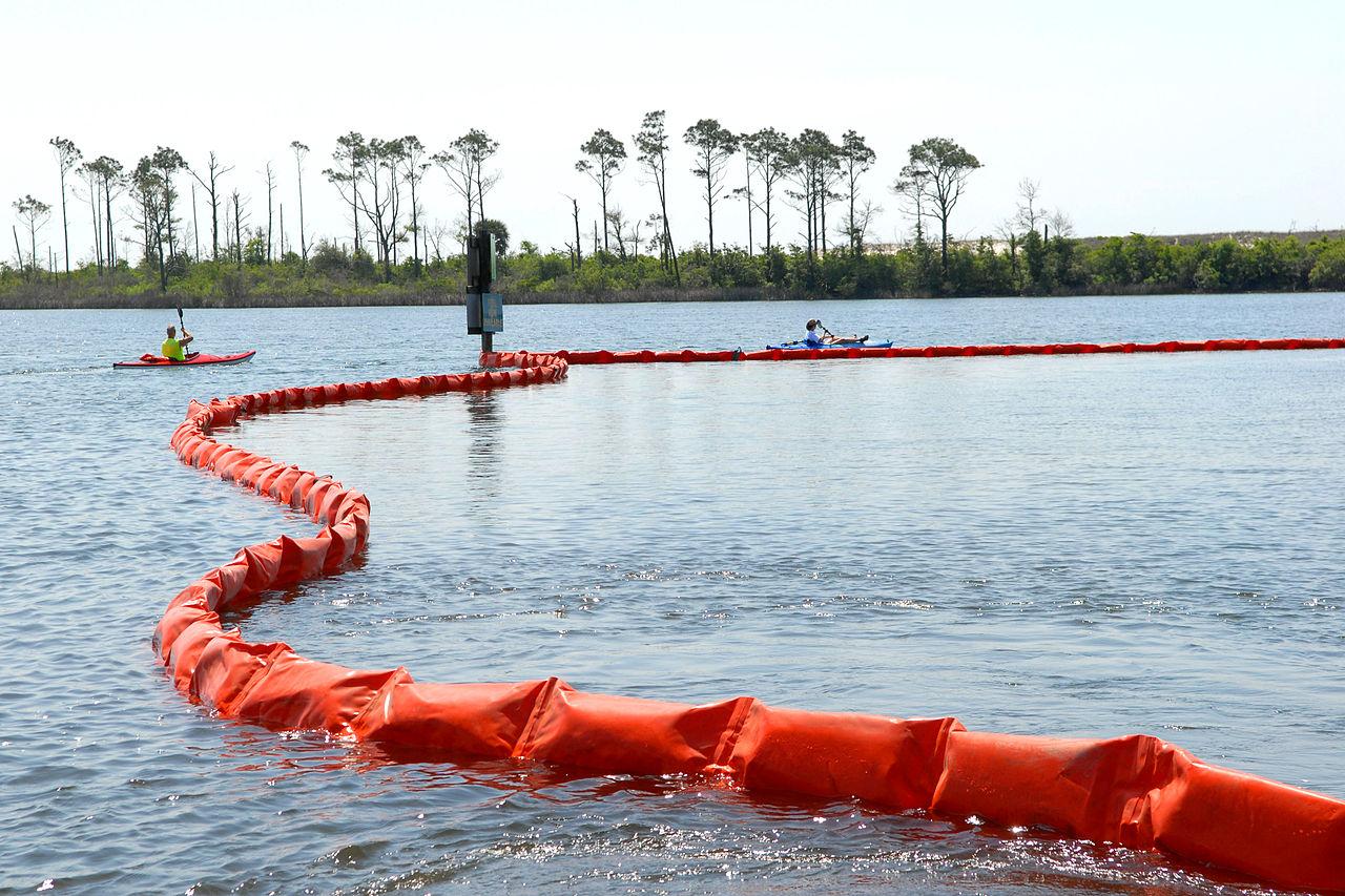 oil spill essays file defense gov photo essay n n jpg
