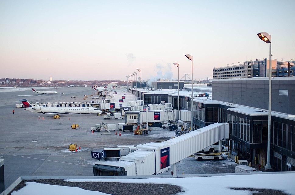 Delta - Concourse C @ MSP Airport (8486514293)