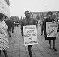 Demonstranten in Amsterdam tegen Portugees optreden in Angola, Bestanddeelnr 915-3368.jpg