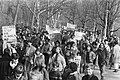 Demonstranten in het Vondelpark, Bestanddeelnr 932-5234.jpg