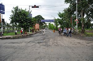 Dhapa, India - The Dhapa road from Eastern Metropolitan Bypass.