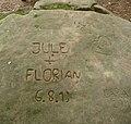 Dieses Gekritzel wird noch auf dem Stein stehen, wenn Jule und Florian schon längst nichts mehr voneinander wissen wollen. - panoramio.jpg
