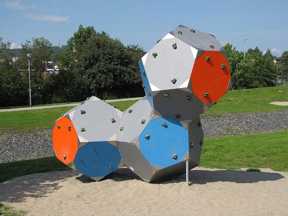 Dodecahedron climbing wall