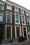 foto van Pand met monumentale lijstgevel ter breedte van vier vensterassen, parterre en twee verdiepingen