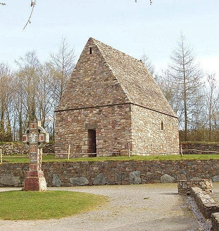 A reconstruction of an early Irish Christian chapel and high cross Early Christian chapel, Irish National Heritage Park - geograph.org.uk - 1254988.jpg