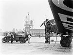 Een Junkers G31 wordt bijgetankt, Bestanddeelnr 189-0848.jpg