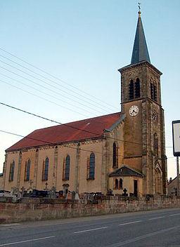 Ceci est l'église Saint-Pierre de la paroisse d'Alsting en Moselle, France.