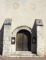 Eglise Saint-Martin à Triguères - Portail bois du XVème siécle.jpg