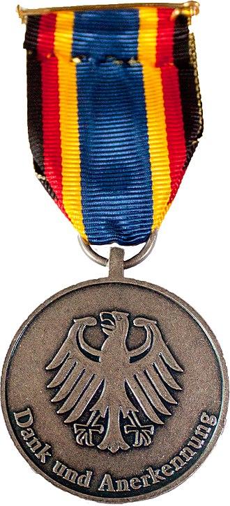 German Flood Service Medal (2013) - Image: Einsatzmedallie Fluthilfe 2013hinten