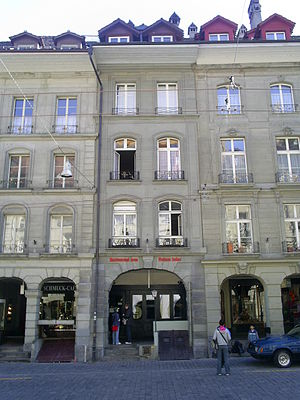 Mileva Marić - Center: the Einsteinhaus Kramgasse 49 in Bern. On the second floor: the flat where Albert and Mileva Einstein lived from 1903 to 1905