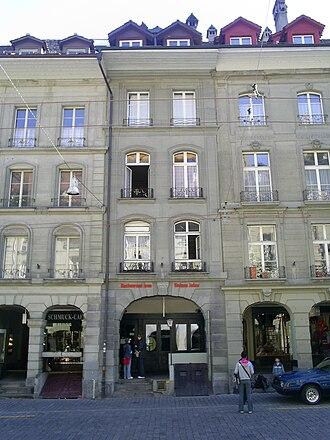 Mileva Marić - Center: the Einsteinhaus Kramgasse 49 in Bern. On the second floor: the flat where Albert and Mileva Einstein lived from 1903 to 1905