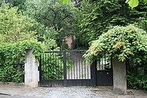 Eislerova vila - brána.jpg