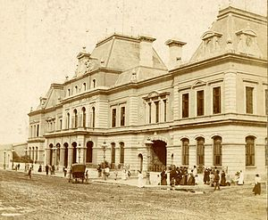English Argentines - Constitución railway station in Buenos Aires. Opened in 1907 by British developers, it is the busiest station in Argentina.